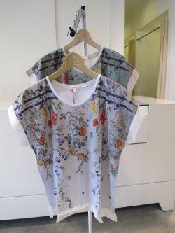 ケイハヤマの花柄の服